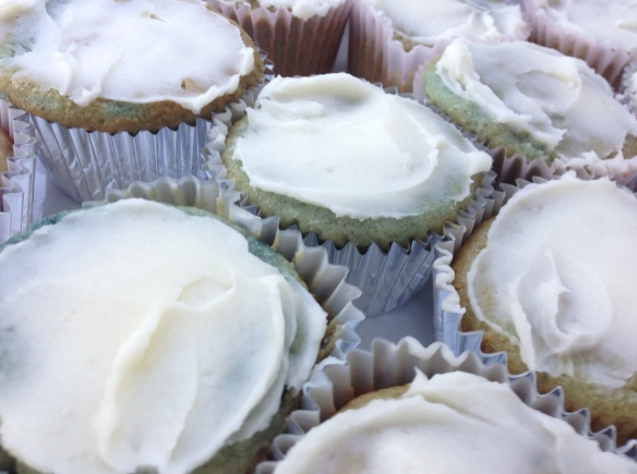 Blueberry muffins with brownbutter icing